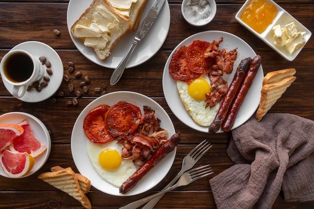 Auswahl an leckeren frühstücksgerichten