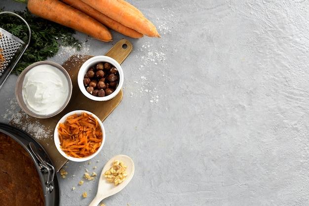 Auswahl an leckeren gesunden desserts mit karotten