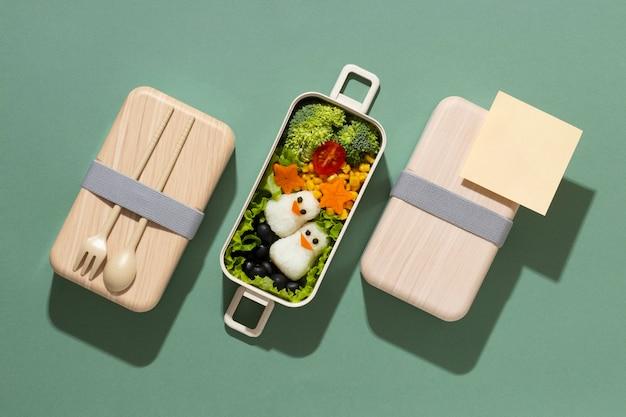 Auswahl an leckeren japanischen bento-boxen