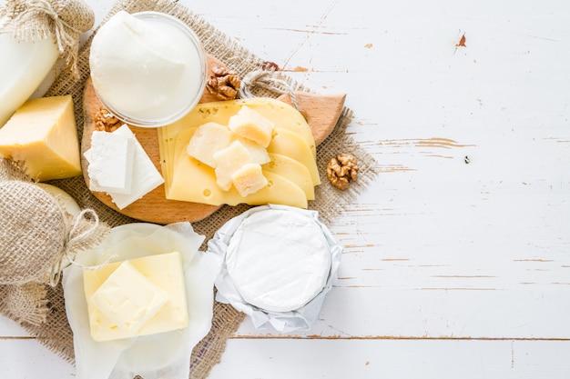 Auswahl an milch und milchprodukten