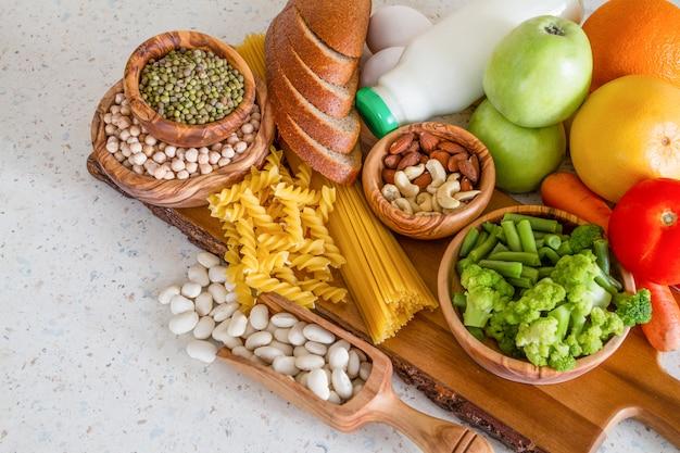 Auswahl an nährstoffen für die vegetarische ernährung