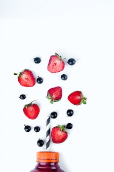 Auswahl an obst- und gemüse-smoothies