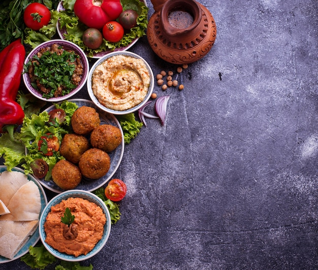 Auswahl an orientalischen oder arabischen gerichten.