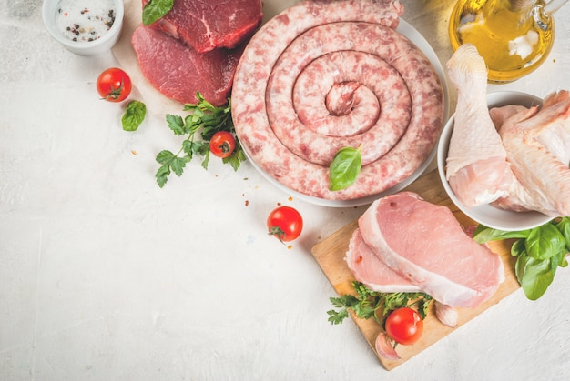 Auswahl an rohem fleisch