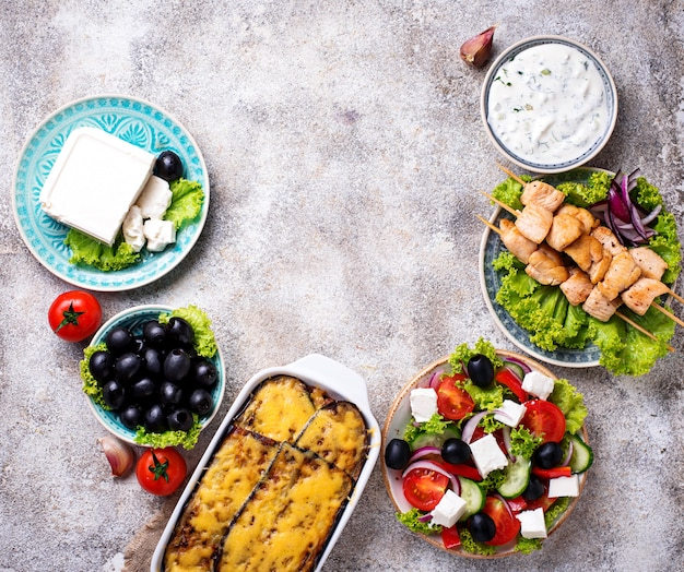 Auswahl an traditionellen griechischen gerichten
