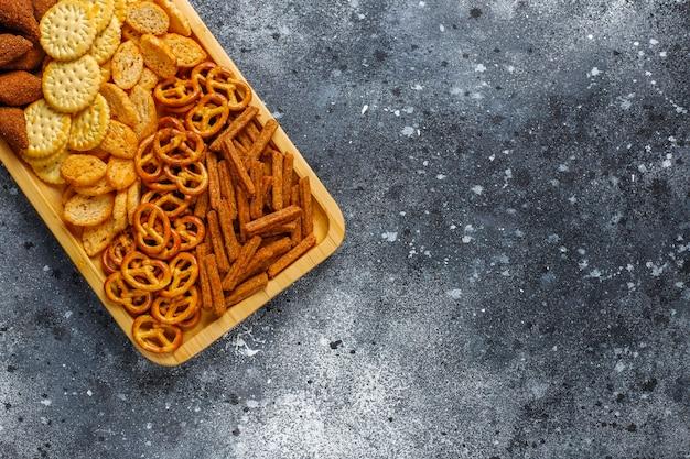 Auswahl an ungesunden snacks.