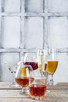 Auswahl an verschiedenen alkoholischen getränken