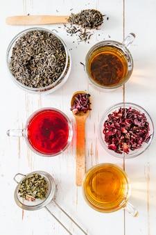 Auswahl an verschiedenen teesorten, ansicht von oben