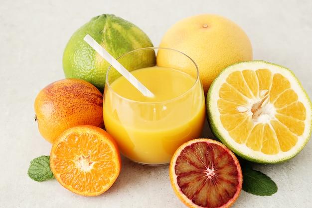 Auswahl an zitrusfrüchten