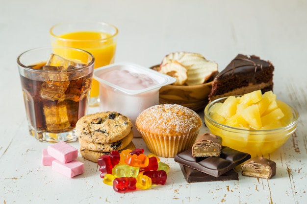 Auswahl an zuckerreichen speisen