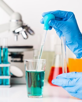 Auswahl chemischer elemente im labor