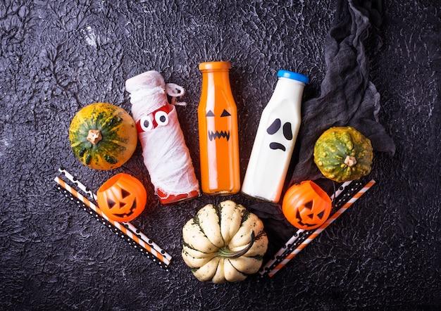 Auswahl verschiedener halloweens-getränke für die party