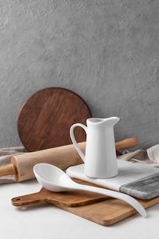 Auswahl verschiedener küchenobjekte