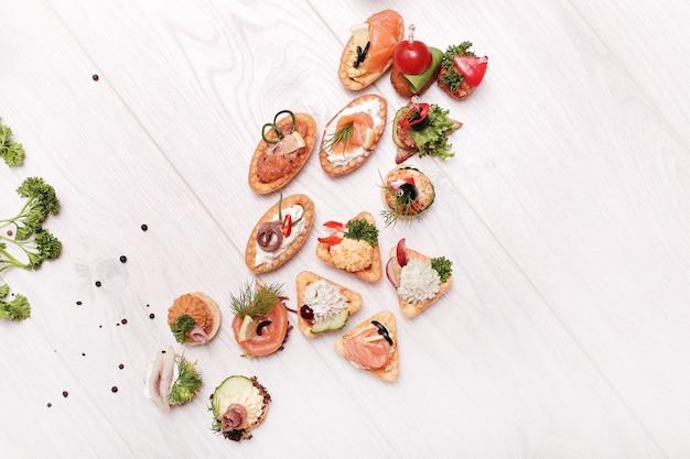 Auswahl verschiedener snacks, draufsicht