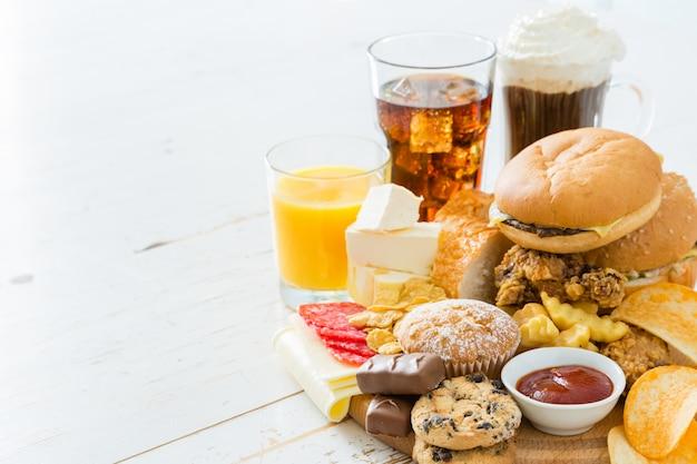 Auswahl von lebensmitteln, die schlecht für ihre gesundheit sind