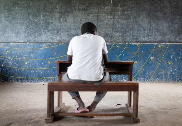 Authentische armenschule mit guten jungs drin