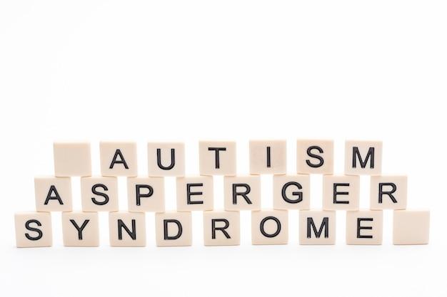 Autismus asperger syndrom buchstabiert in kunststoff briefstücke