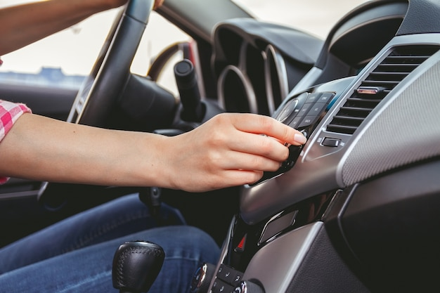 Auto armaturenbrett. radio nahaufnahme