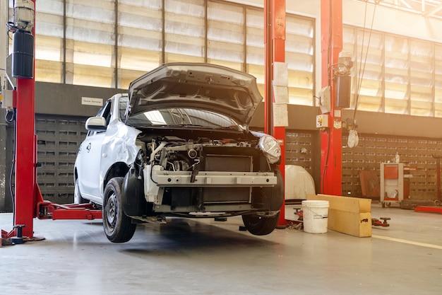 Auto im kfz-reparatur-service-center