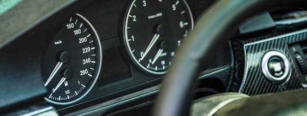 Auto-kilometerzähler-detail-banner, bannerbild mit kopienraum