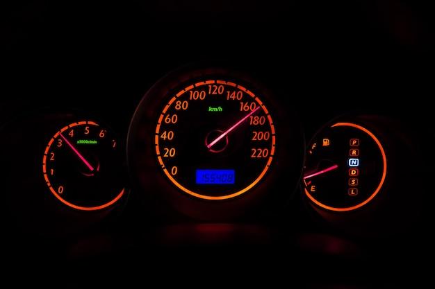 Auto-messgerät high-speed-fahren bei nachtsicht fahrzeugbeleuchtung armaturenbrett