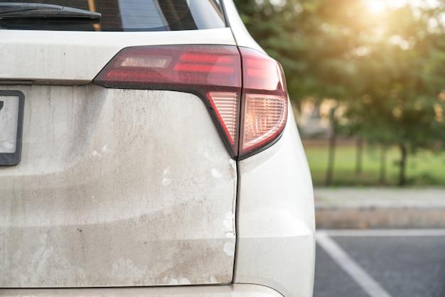 Auto: schmutziges auto