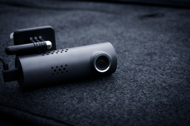 Auto-videokamera (dash-cam) im auto, konzept der sicherheitskamera für den autoschutz, technologie für die sicherheit