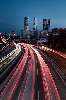Autobahn und madrids vier türme, spanien.