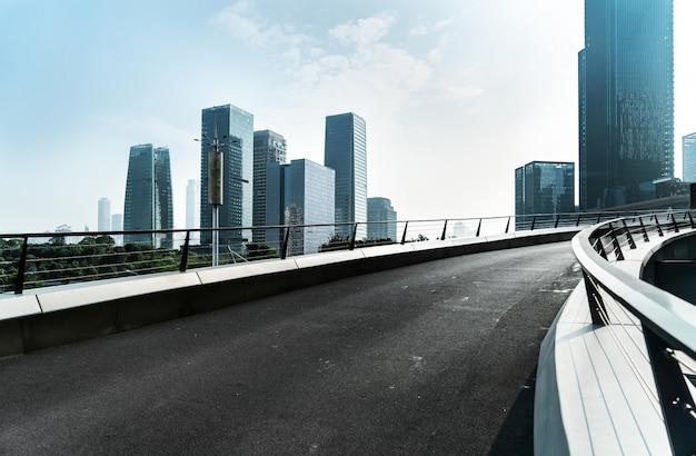 Autobahn und moderne stadtarchitektur in chongqing
