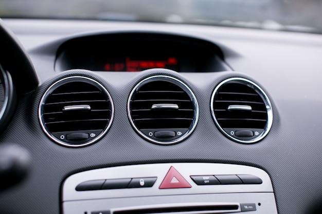 Autobelüftungssystem und klimaanlage im auto hautnah