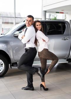 Autohändler stehen wieder auf dem rücken