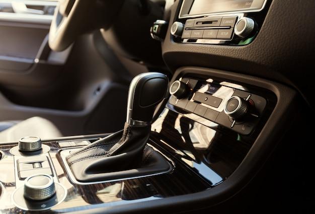 Automatikgetriebe gangschaltung im auto