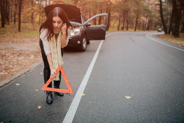 Automatische unterstützung und versicherung, probleme beim reisen konzept.