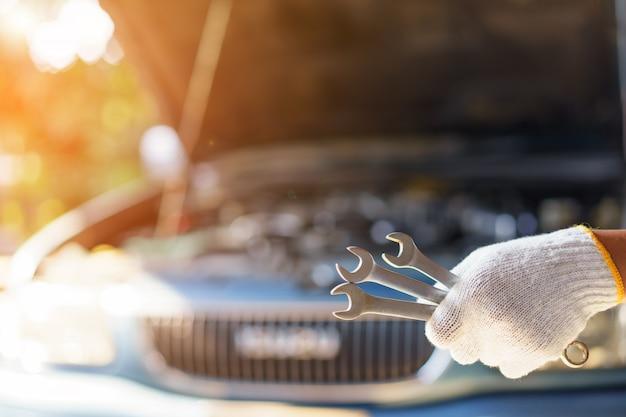 Automechaniker vorbereitung für die arbeit.