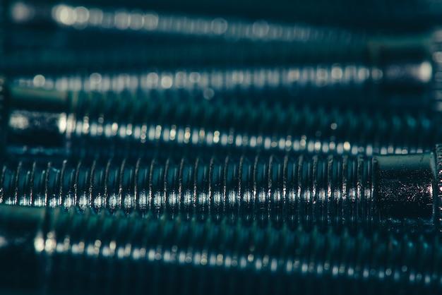 Automobilschrauben im cyan-blauen tonabschluß oben.