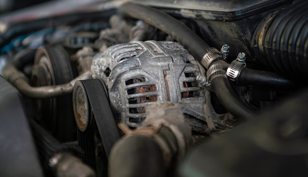 Automotor-generator-detail in einer mechanischen werkstatt