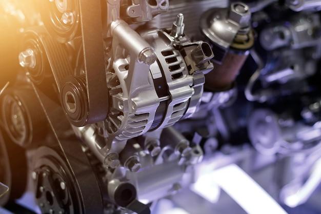 Automotorteil, konzept des modernen fahrzeugmotors und geschnittene metallautomotorteildetails