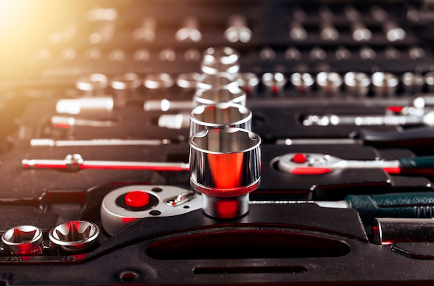 Autoreparaturwerkzeuge aus metall hautnah im werkzeugkasten