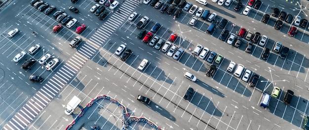 Autos auf dem parkplatz