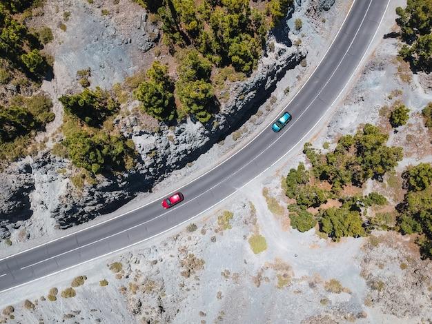 Autos kursieren aus der vogelperspektive