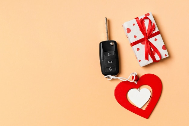 Autoschlüssel mit geschenk- und herzschlüsselhalter