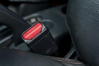 Autositzgurt auf dem Beifahrersitz im Auto. Sicher im Auto