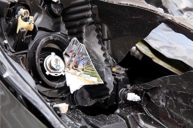 Autounfall, das auto wurde beschädigt