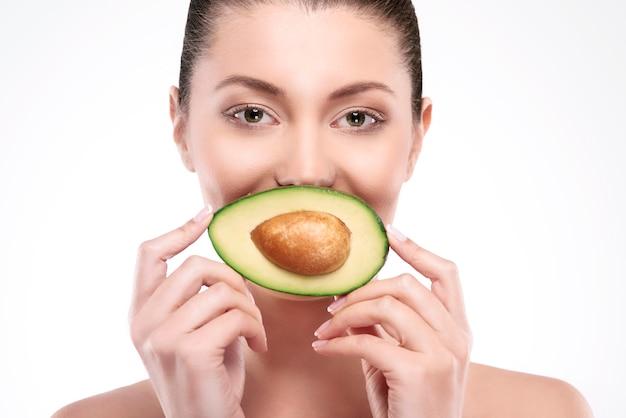 Avocado ist der beste weg für natürliche schönheit