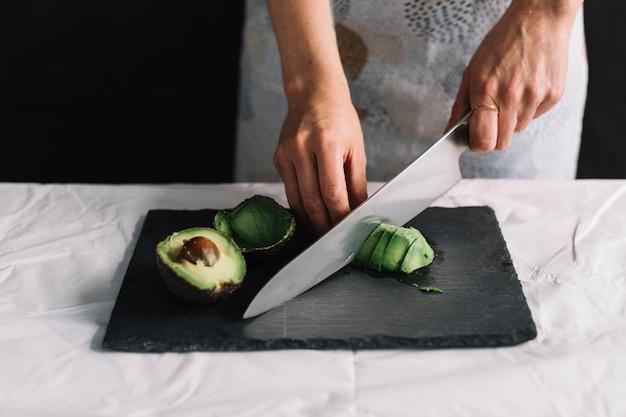 Avocados schneiden