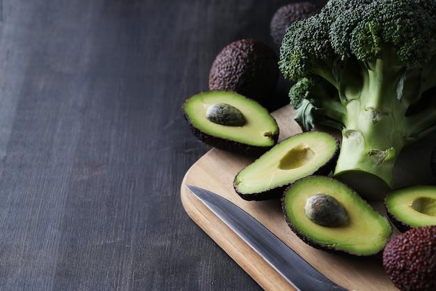 Avocados und brokkoli
