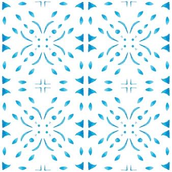Azulejo aquarell nahtlose muster. traditionelle portugiesische keramikfliesen. handgezeichneter abstrakter hintergrund. aquarellgrafiken für textilien, tapeten, druck, badebekleidungsdesign. blaues azulejo-muster.