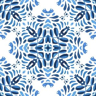 Azulejo spanische fliese mit blumen. wunderschöne nahtlose blaue blumenaquarellmusterfliesen.