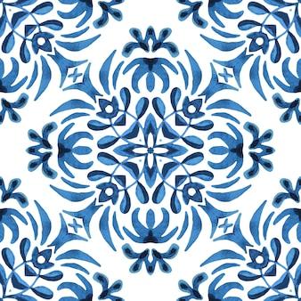 Azulejo spanische fliese. wunderschönes nahtloses blaues blumen-aquarellmuster orientalisches fliesengewebedesign.