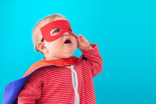 Baby superheld wegsehen